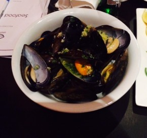 Garlic butter mussels